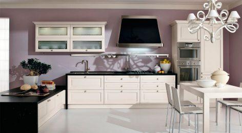 Встроенный холодильник на кухне из массива
