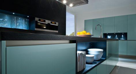 Голубая кухня Хлоя от фабрики Модные кухни по индивидуальному проекту