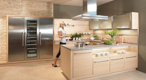 Кухня с полуостровом от фабрики Модные кухни