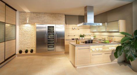 Отличный вариант бежевой кухни для спокойного интерьера