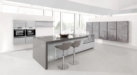 Светлая современная кухня Адель по индивидуальным размерам в Москве от фабрики Модные кухни
