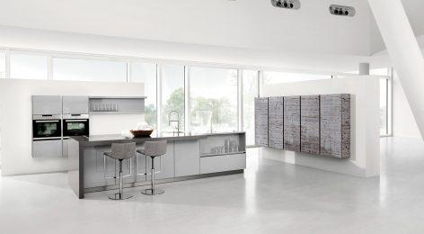 Светлая дизайнерская кухня в стиле минимализм