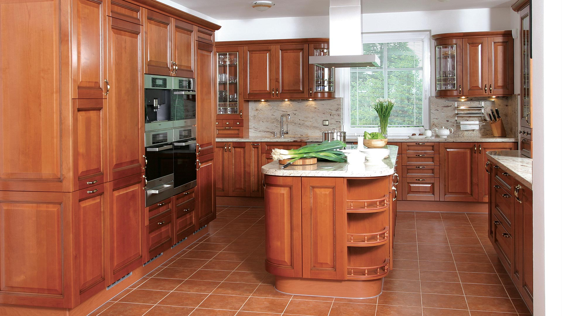 фото дорогой кухни из массива
