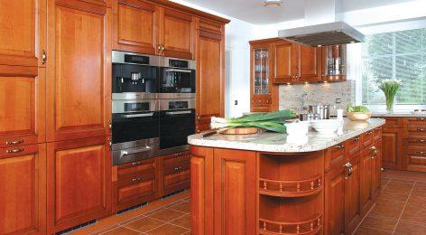 кухня с гнутыми дверями