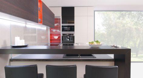 Яркое сочетание цветов в современной кухне