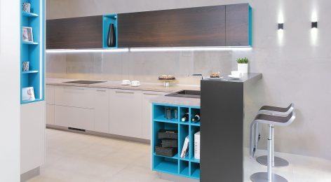 Стильная яркая кухня в стиле модерн