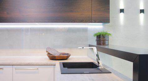 Кухня в стиле Хай-Тек с четкими линиями
