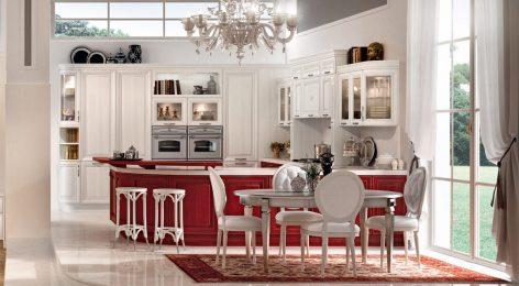 Яркая, красная кухня из массива