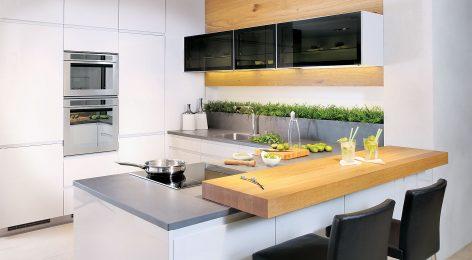 Черные шкафчики яркий акцент на белой кухне